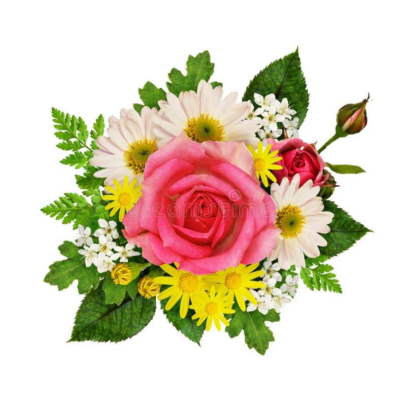 Rose, asters et fleurs sauvages dans un bouquet photographie stock