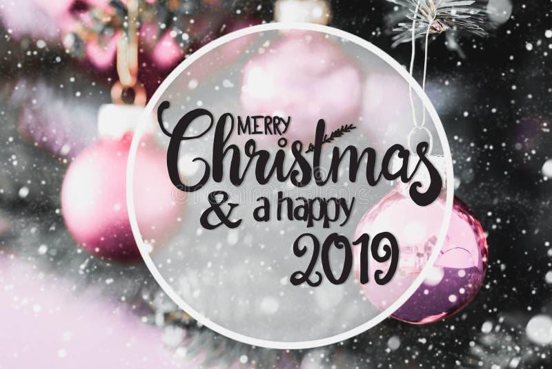 Rose Balls trouble, Noël de calligraphie Joyeux et 2019 heureux, flocons de neige photo stock