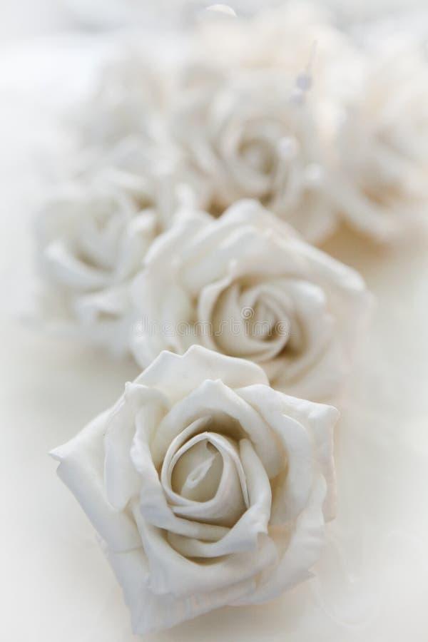 Rose blanche, détail d'un gâteau de mariage - macro tir photo stock