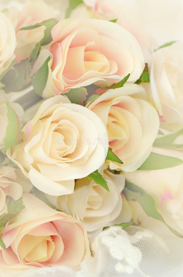 Rose Bouquet mit der Weichzeichnungs-Farbe gefiltert als Hintergrund stockfotos