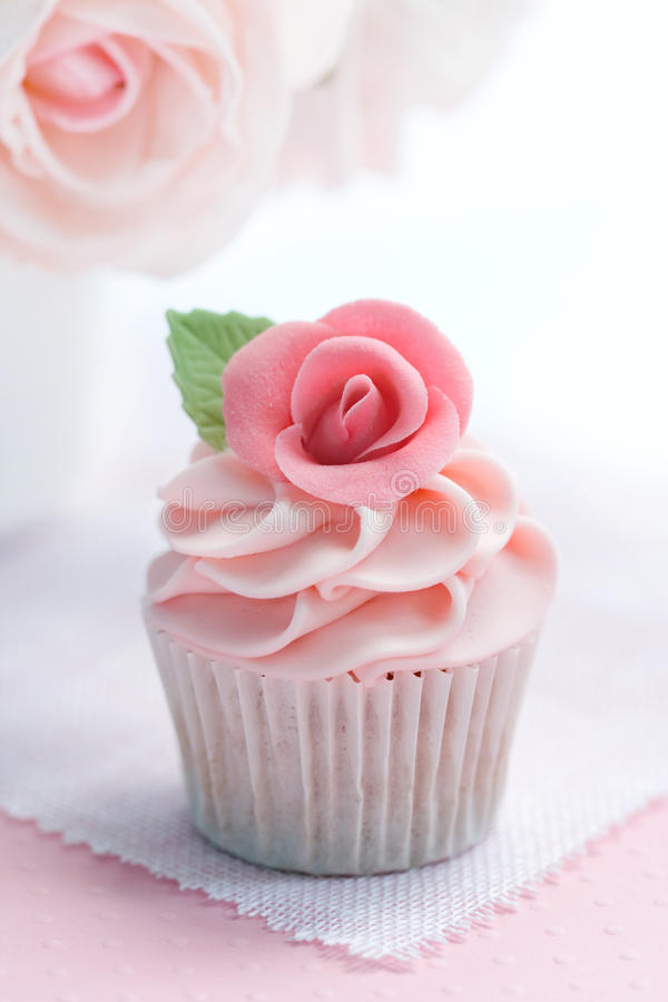 Rose cupcake royalty free stock photos