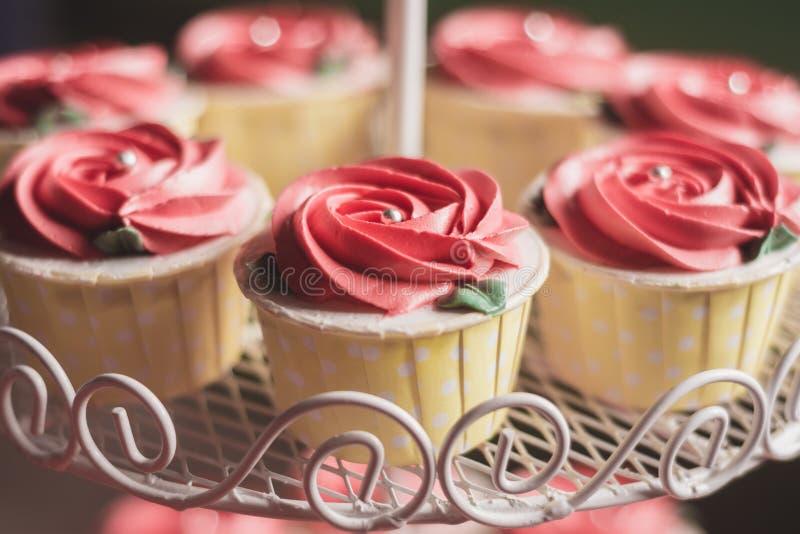 Rose Cupcake Wedding foto de archivo libre de regalías