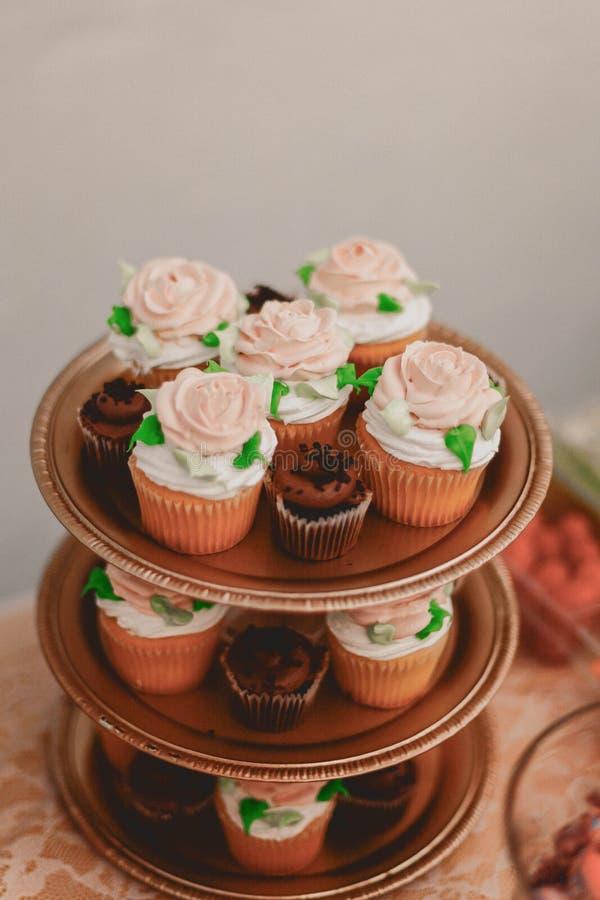 Rose Cupcakes rosada fotografía de archivo