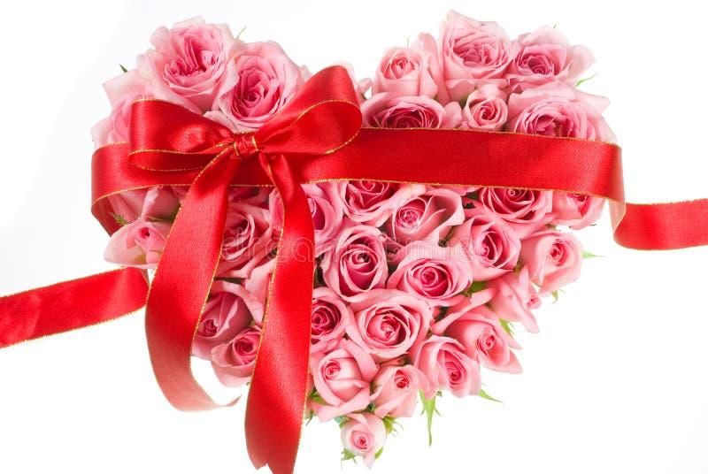 Rose dans la forme d'amour photo stock
