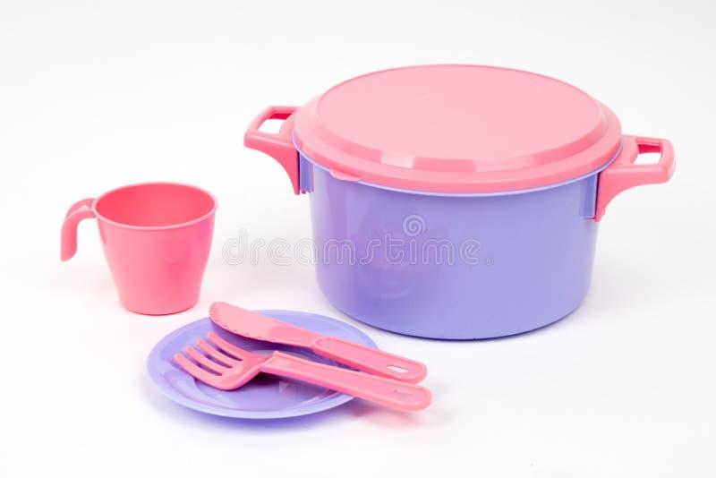 Rose des plats des enfants de plastique et couleur lilas sur un fond blanc d'isolement photos stock
