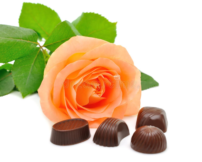 Rose e cioccolato fotografia stock