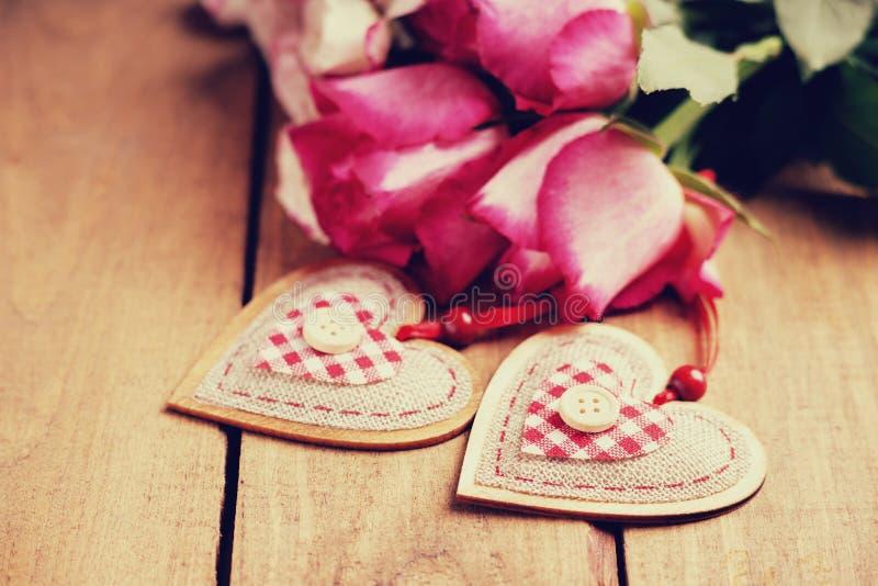 Rose e forme del cuore immagine stock