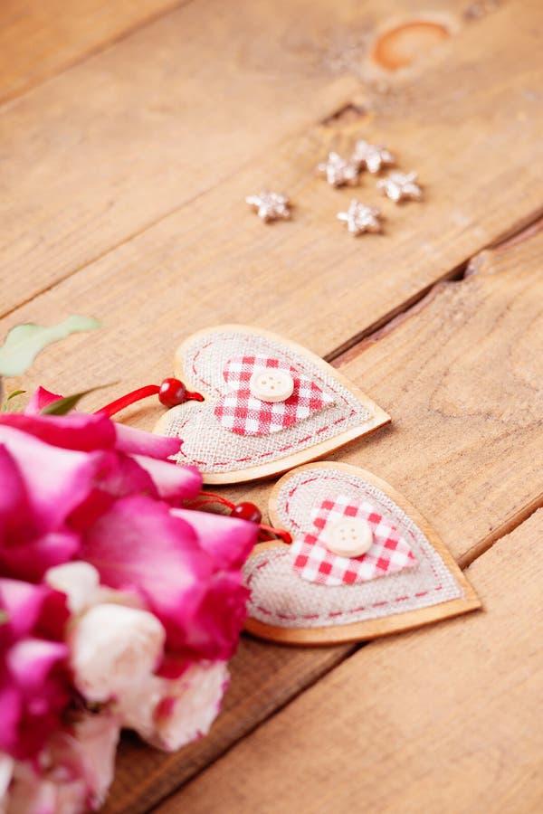 Rose e forme del cuore fotografie stock libere da diritti
