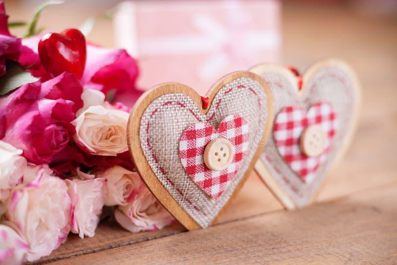 Rose e forme del cuore fotografie stock