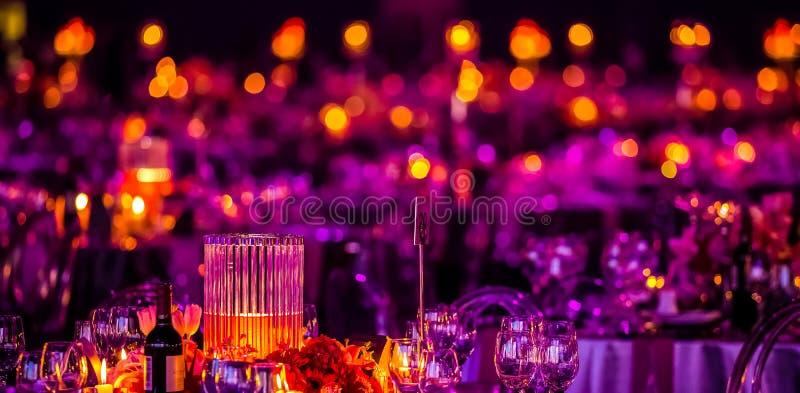 Rose et décor pourpre de Noël pour une grande partie ou Gala Dinner photo stock