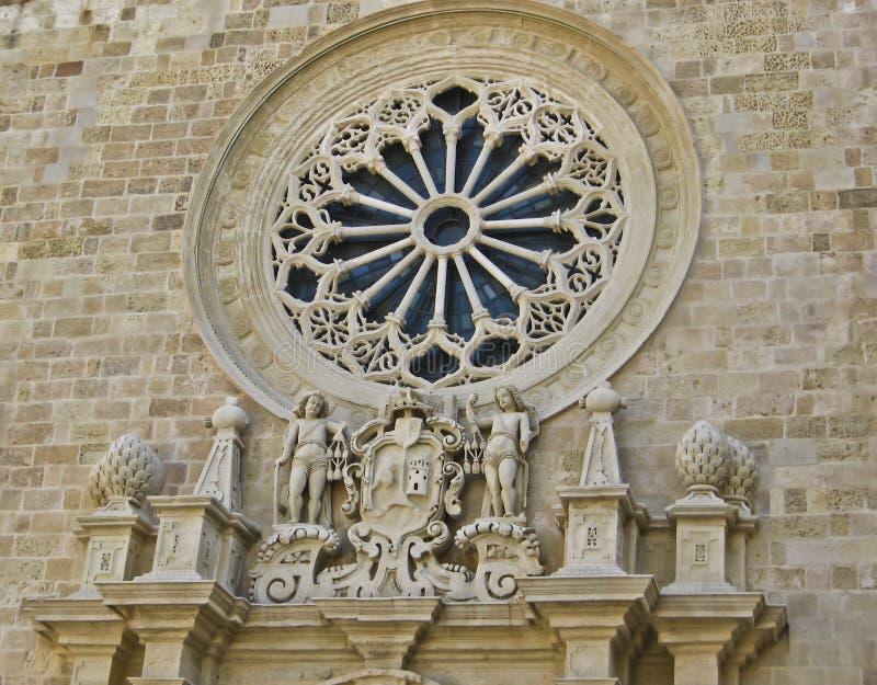 Rose fönster av domkyrkan av Otranto arkivbild
