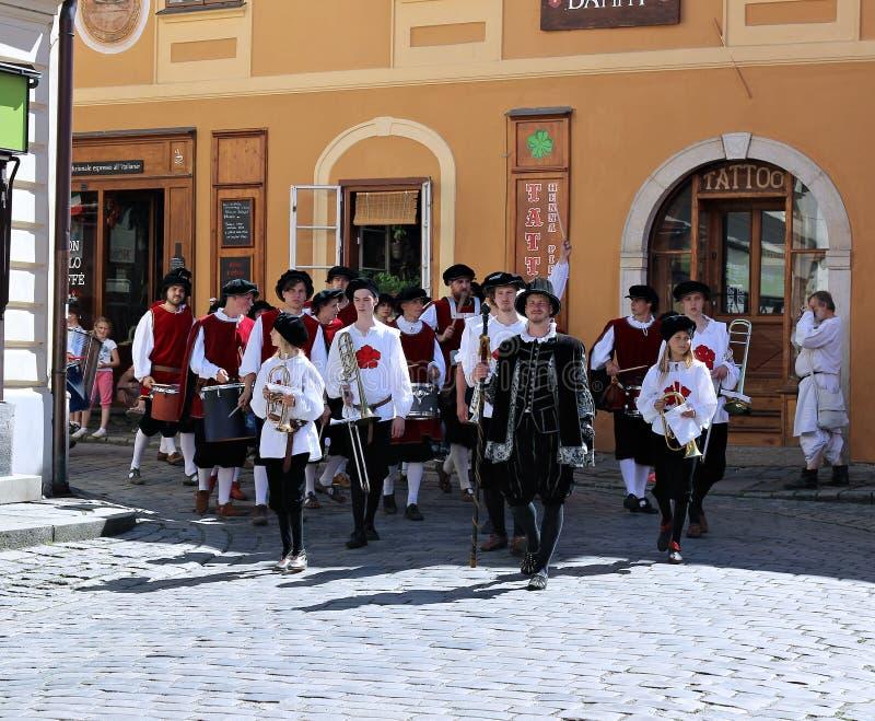 Rose Festival Cinco-petalada em Cesky Krumlov em República Checa imagem de stock