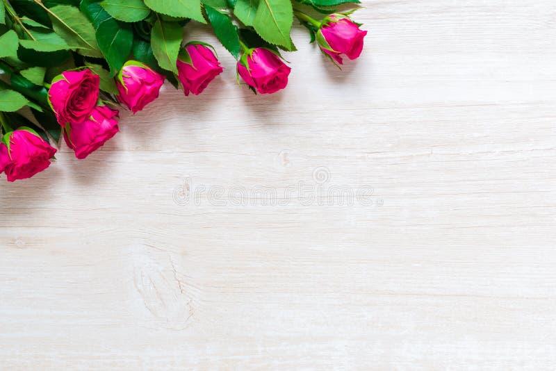 Rose Flowers rose sur la table en bois pour le jour du 8 mars, du jour des femmes internationales, de l'anniversaire, du jour de  photos stock