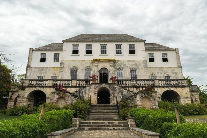 Rose Hall Great House i Montego Bay, Jamaica Popul?r turist- dragning royaltyfri bild