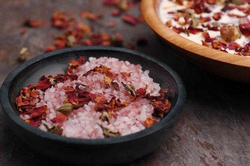 Rose Petal Spa (01). Rose petals and bath salts