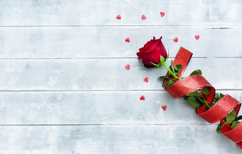 Rose rosse per il giorno di biglietti di S fotografia stock libera da diritti