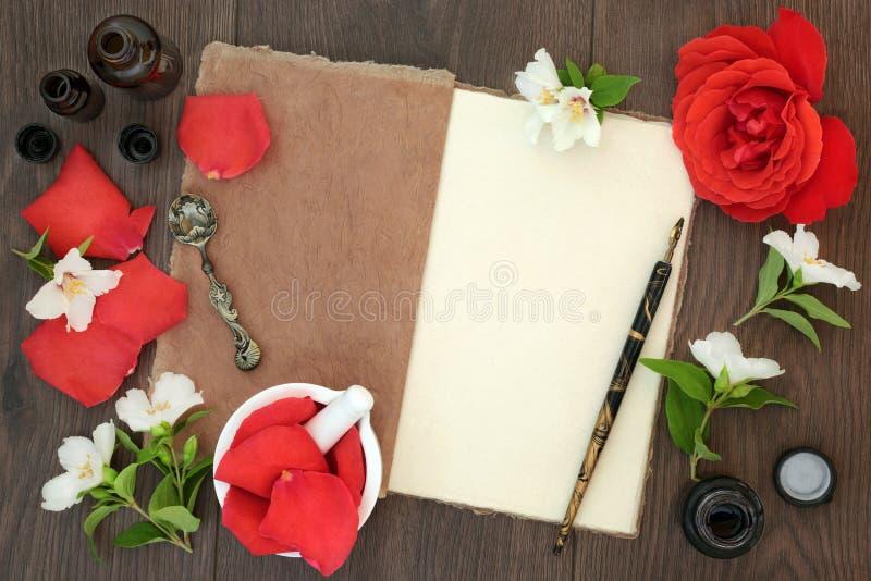 Rose und orange Blüten-ätherisches Öl lizenzfreie stockfotografie