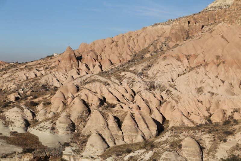 Rose Valley dans le village de Cavusin, Cappadocia, Nevsehir, Turquie photographie stock libre de droits