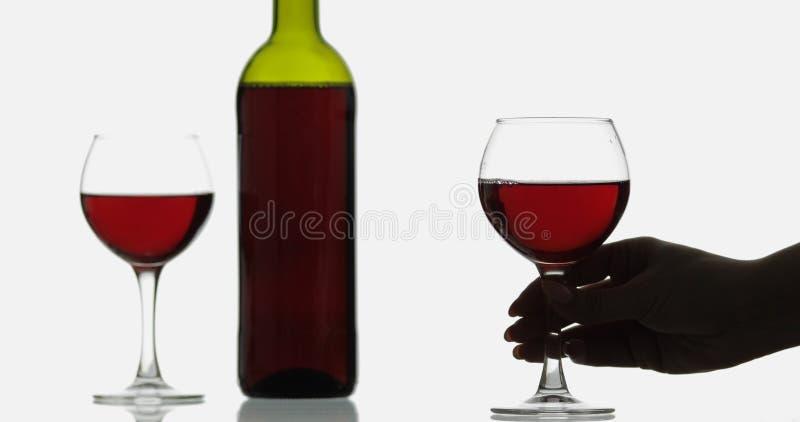 Rose Wine Rode wijn in wijnglas over witte achtergrond stock foto