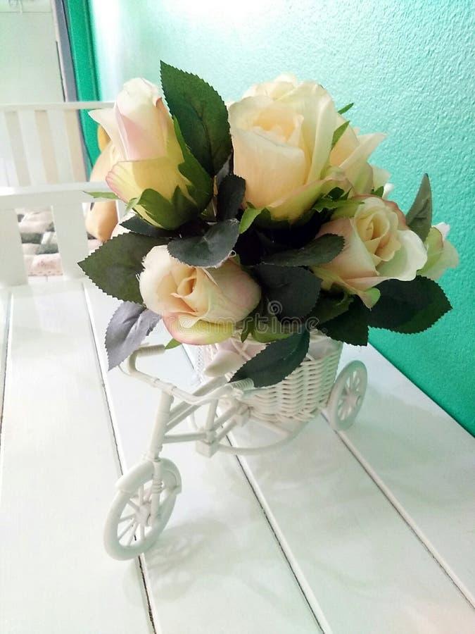 Rose y bicicleta fotografía de archivo libre de regalías