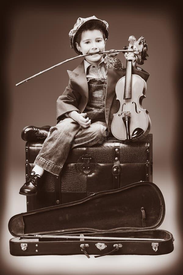 Rose y violín imagen de archivo