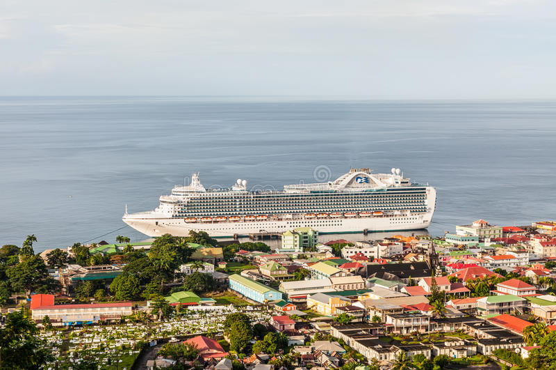 Roseau, Dominica, el 4 de diciembre de 2011 Una visión desde el overloo de la colina imagenes de archivo