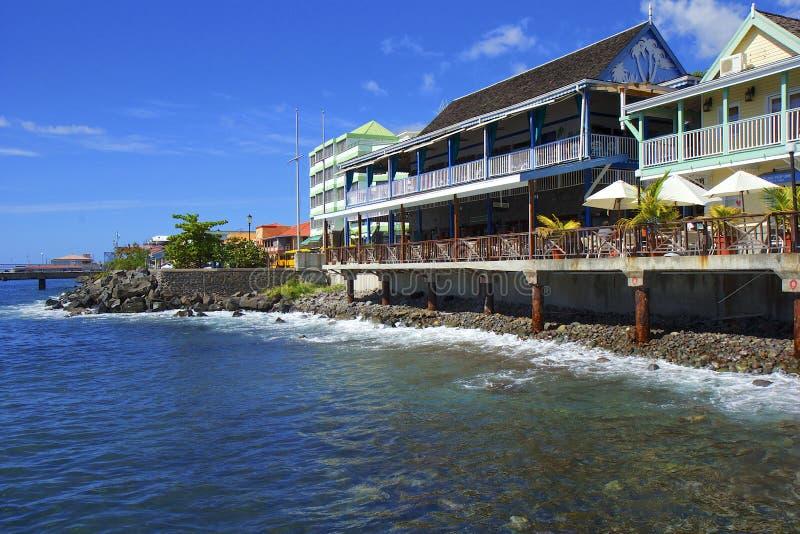 Roseau strand i Dominica som är karibisk arkivfoto