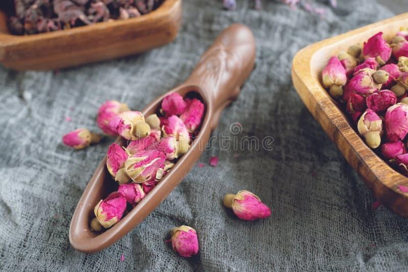Rosebud Thee Rose Bud-de thee wordt gemaakt van echte roze geplukte knoppen wanneer zij jong en toen droog zijn stock foto's