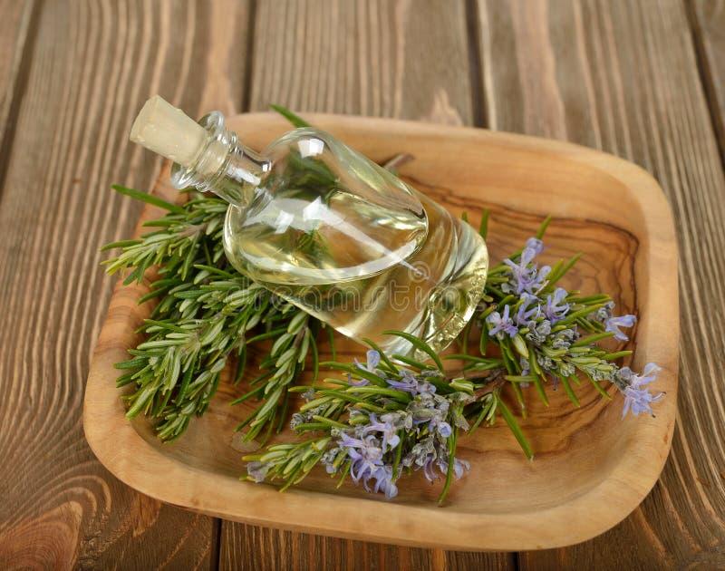 rosemary эфирного масла стоковые фотографии rf