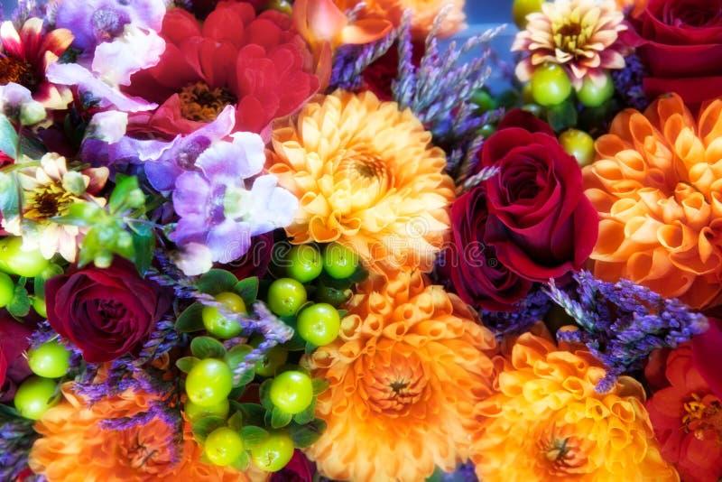 Rosen, Chrysanthemen u. Orchideeblumenstrauß lizenzfreies stockfoto
