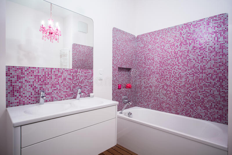 Rosen-Fliesen auf der Wand lizenzfreie stockfotografie