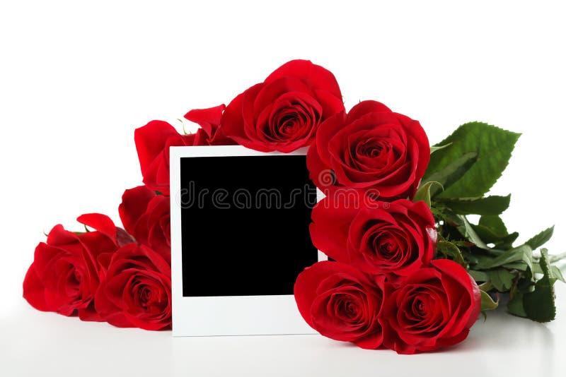 Rosen mit leerem Foto lizenzfreie stockbilder