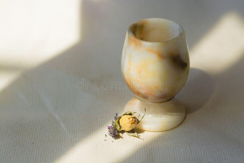 Rosen-Morgenlebensstilglasschatten-Lichtgewebe stockbild