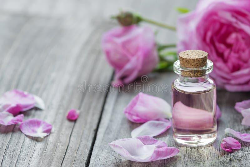 Rosen-wesentliches Schmieröl stockbild