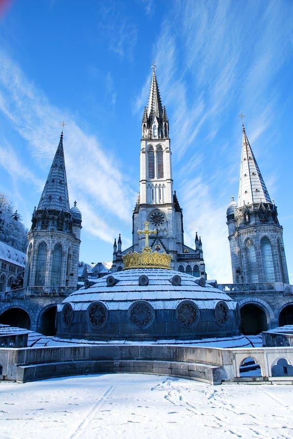 Rosenbeet-Basilika von Lourdes lizenzfreies stockbild