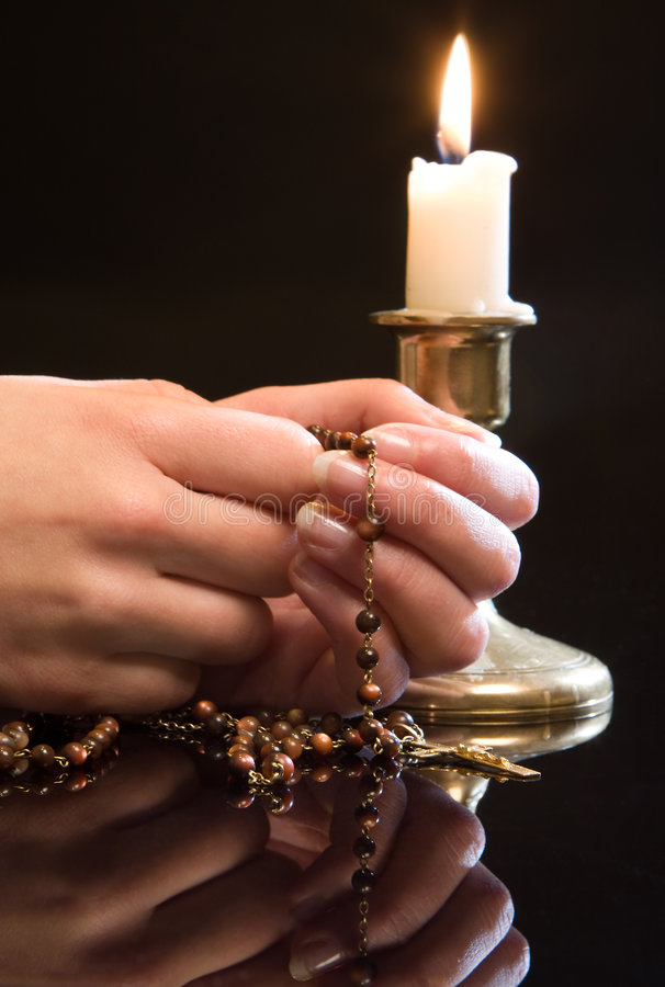 Rosenbeet im Gebet stockfotos