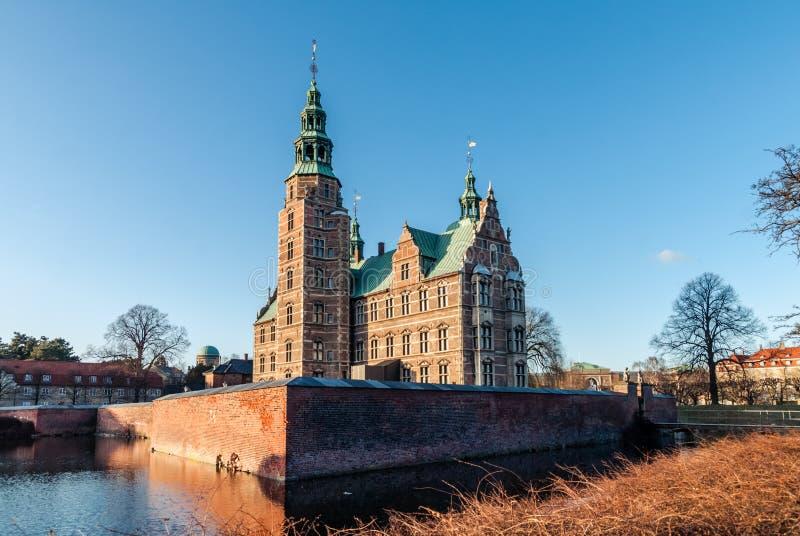 Rosenborgkasteel in Kopenhagen in de vroege lente denemarken stock fotografie