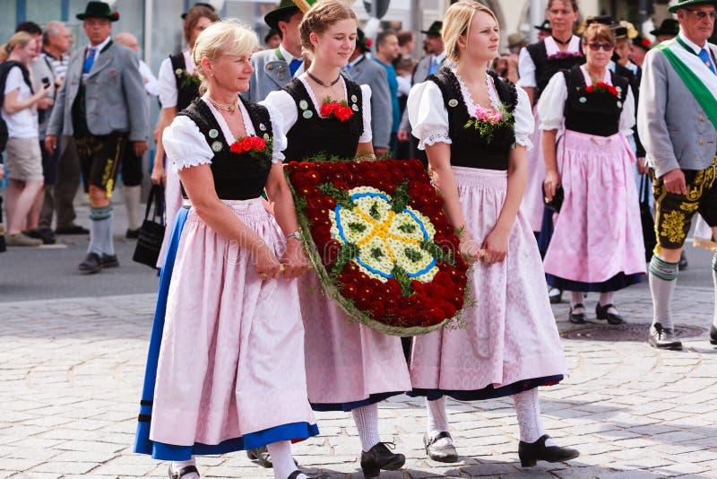 Rosenheim, Allemagne, 09/04/2016 : Défilé de festival de récolte dans Rosenheim images libres de droits