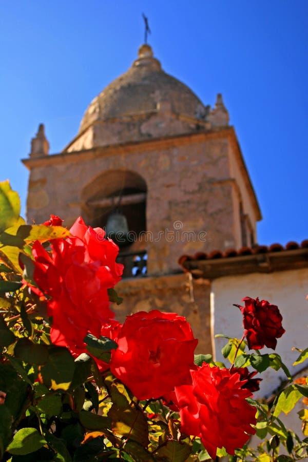 Roses à la mission Carmel photos stock