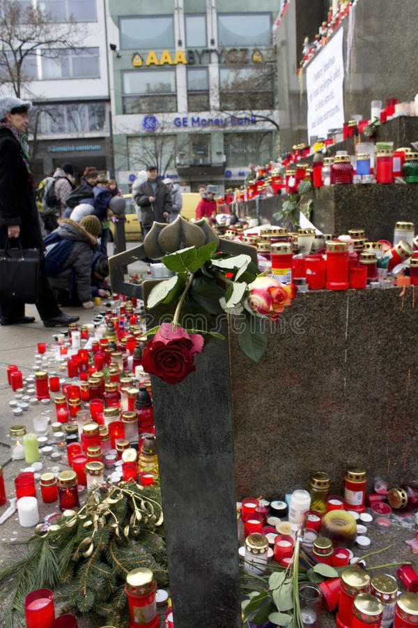 Download Roses And Candles On The Wenceslas Monument Editorial Photo - Image: 22574816
