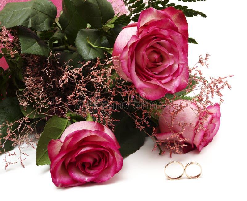Roses et boucles de mariage image libre de droits