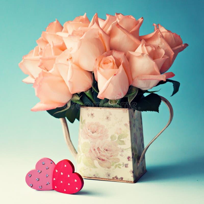 Roses et coeurs image stock
