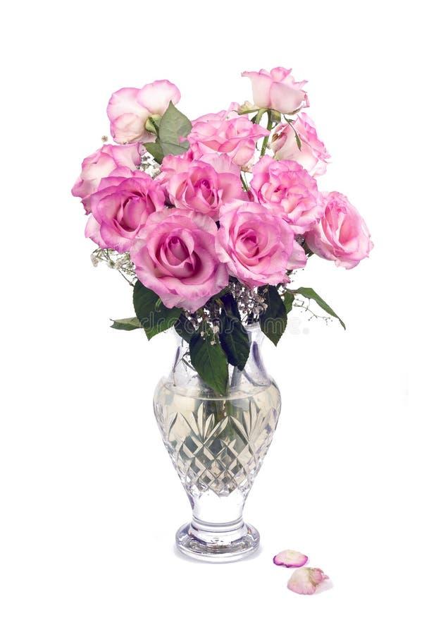 Roses et vase roses merveilleux photographie stock libre de droits