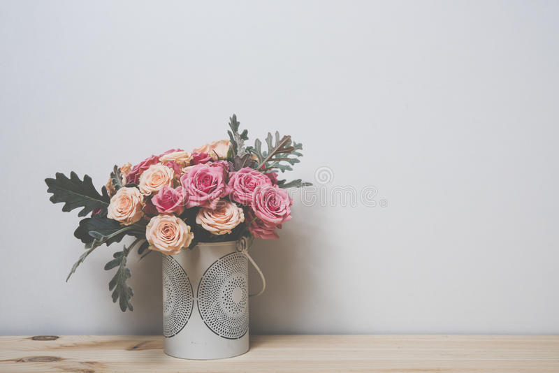 Roses roses et beiges photographie stock
