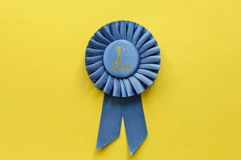 Rosetón de Blue Ribbon para el primer ganador colocado fotografía de archivo libre de regalías