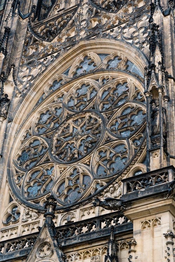Rosetón de St Vitus Cathedral en Praga foto de archivo