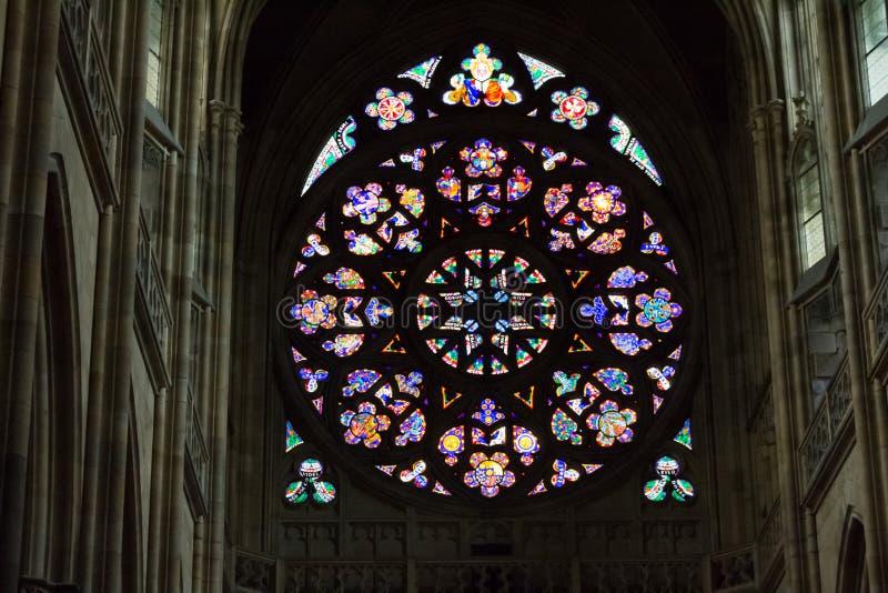 Rosettdekal av St Vitus Cathedral i Prague royaltyfri fotografi