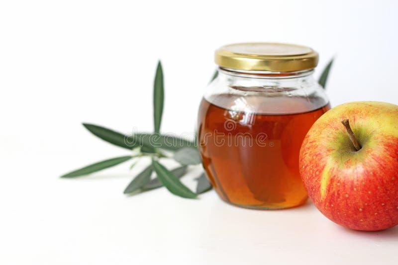 Rosh hashana, judisk för matstilleben för nytt år traditionell sammansättning Matordning med honungkruset, äpplefrukt och royaltyfri bild