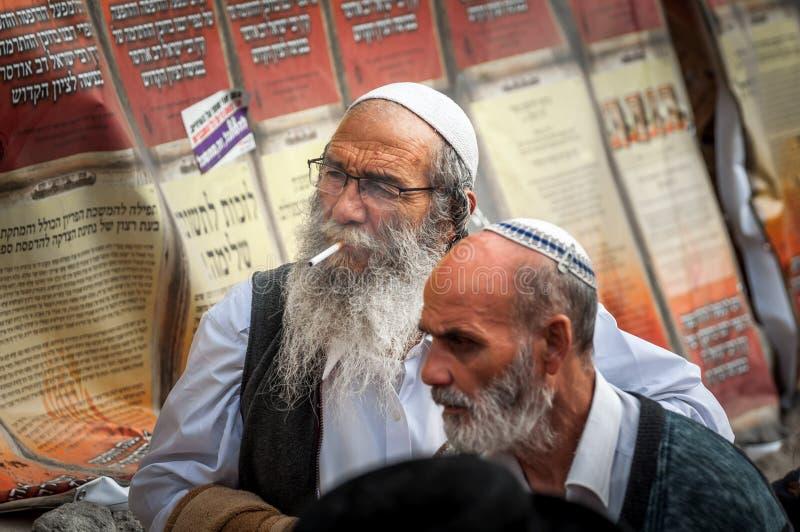 Rosh Hashanah, εβραϊκό νέο έτος 5777 Οι προσκυνητές Hasidim στην παραδοσιακή εορταστική ενδυμασία γιορτάζουν τη μάζα σε sity το U στοκ εικόνες με δικαίωμα ελεύθερης χρήσης