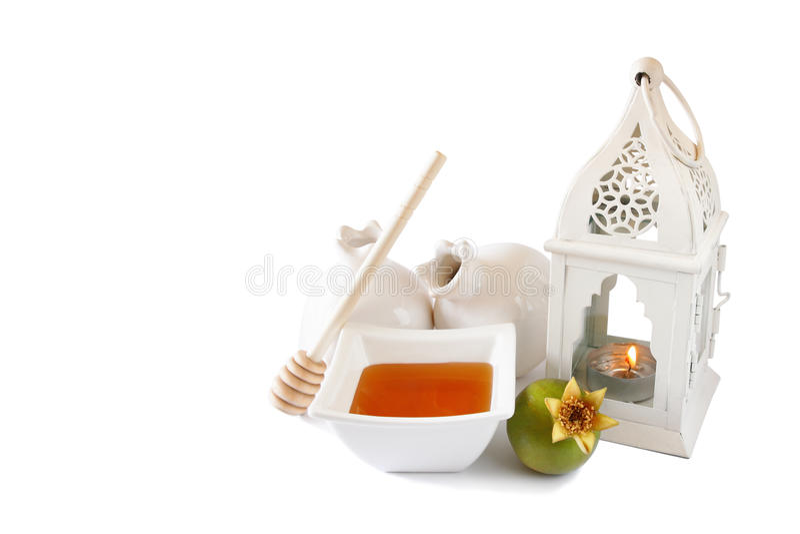 Rosh-hashanah (jewesh Feiertag) Konzept - Honig und Granatapfel lokalisiert auf Weiß traditionelle Feiertagssymbole stockbild